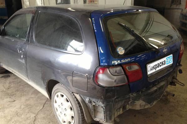 Nissan Pulsar (N15) 2003 вытягивание кузова, ремонт и покраска задних крыльев, замена и покраска крышки багажника, восстановление заднего фартука 20130426